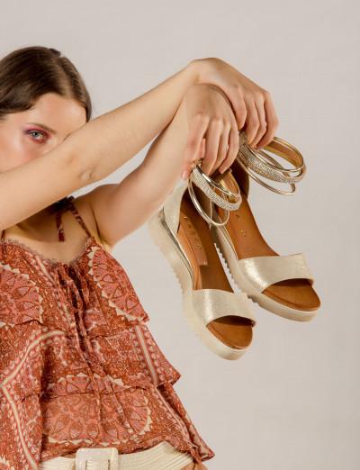 Sandalo tacco 1 cm oro pelle