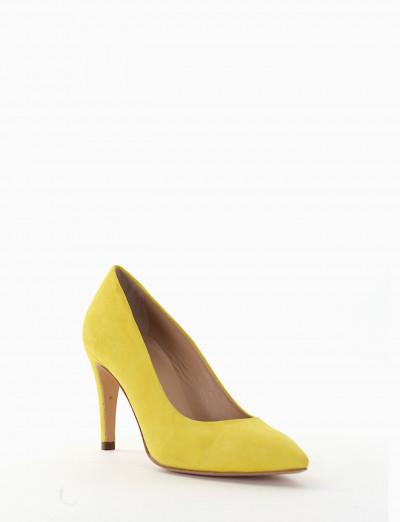 Décolleté yellow chamois