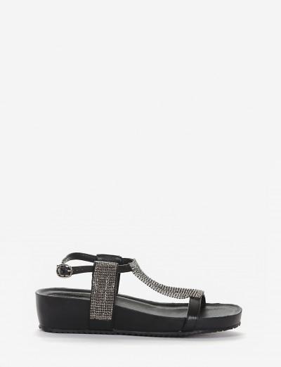 sandalo fondo in gomma leggera e soletto interno in vera pelle. Tomaia in morbida pelle nero
