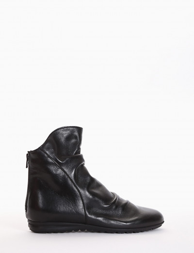 Low heel ankle boots black leather