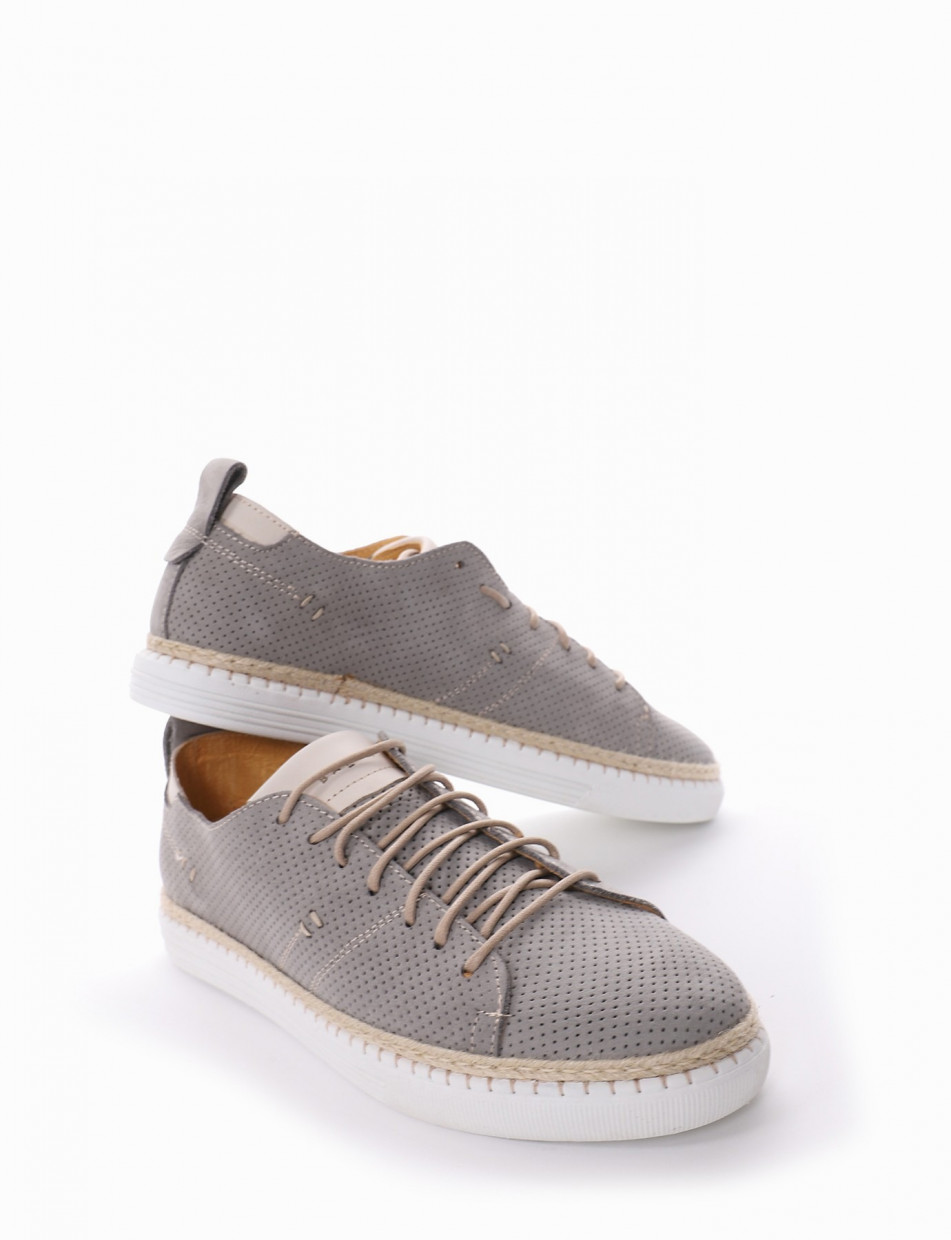 Sneakers gray leather