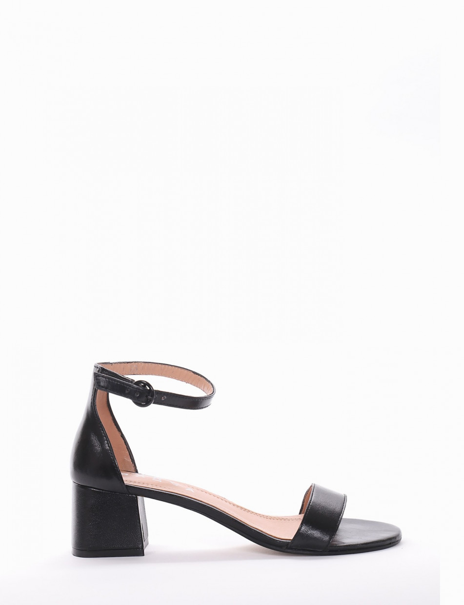 Low heel sandals heel 5 cm black leather