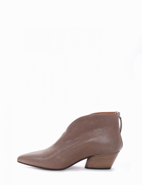 Low heel ankle boots heel 4 cm beige leather