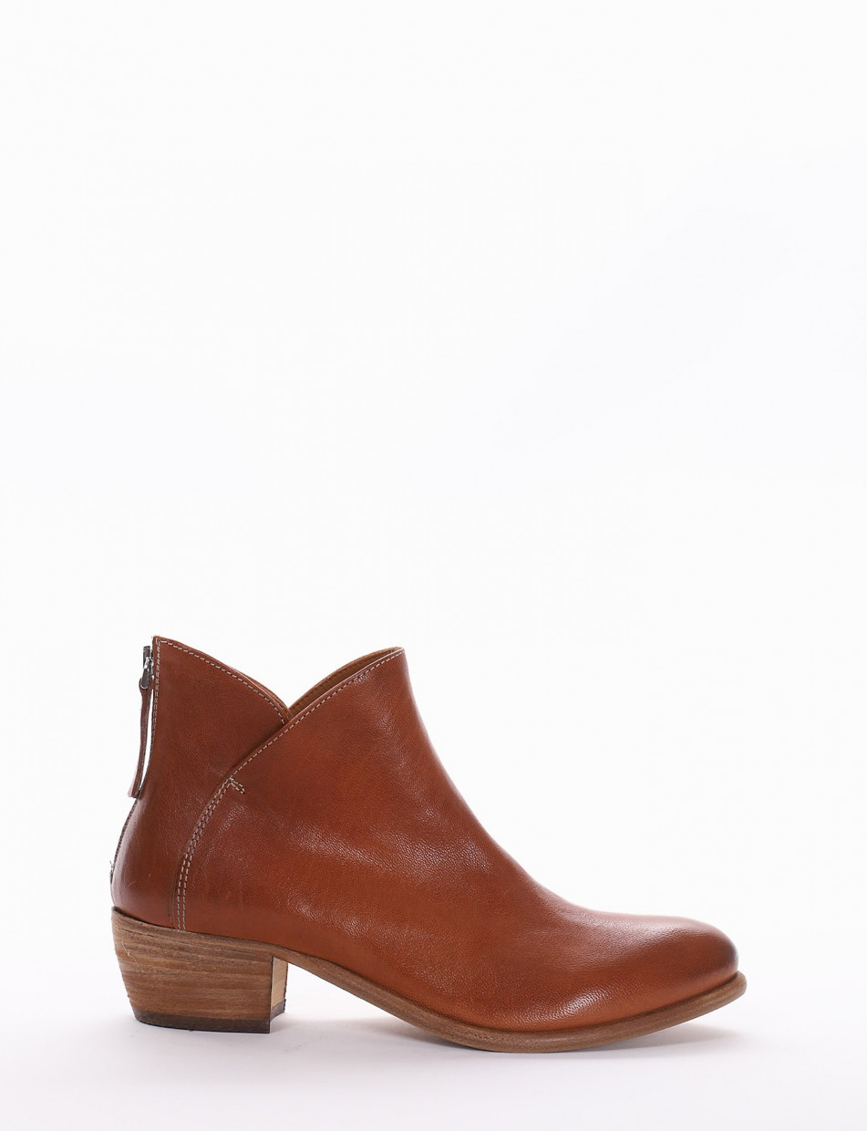 Low heel ankle boots heel 4 cm leather