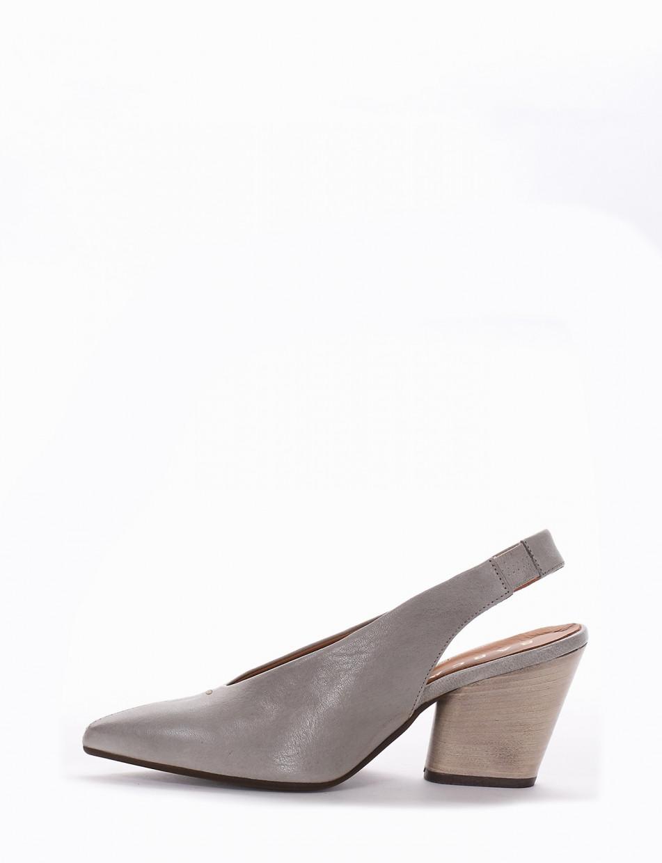 Décolleté gray leather
