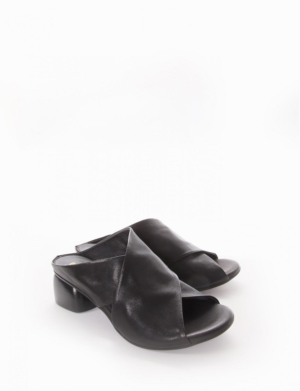 Slippers heel 5 cm black leather
