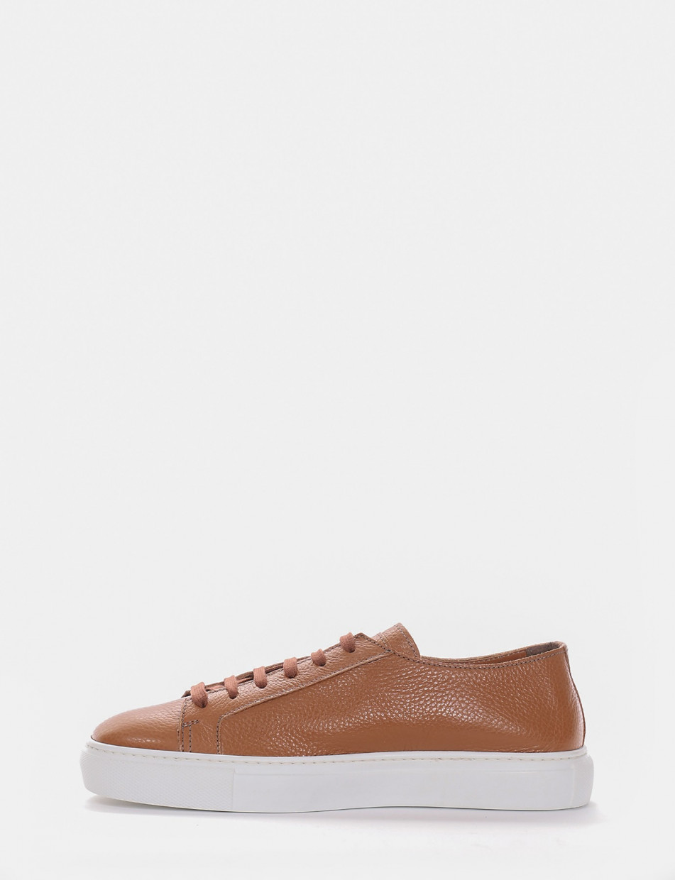 Sneakers brown leather