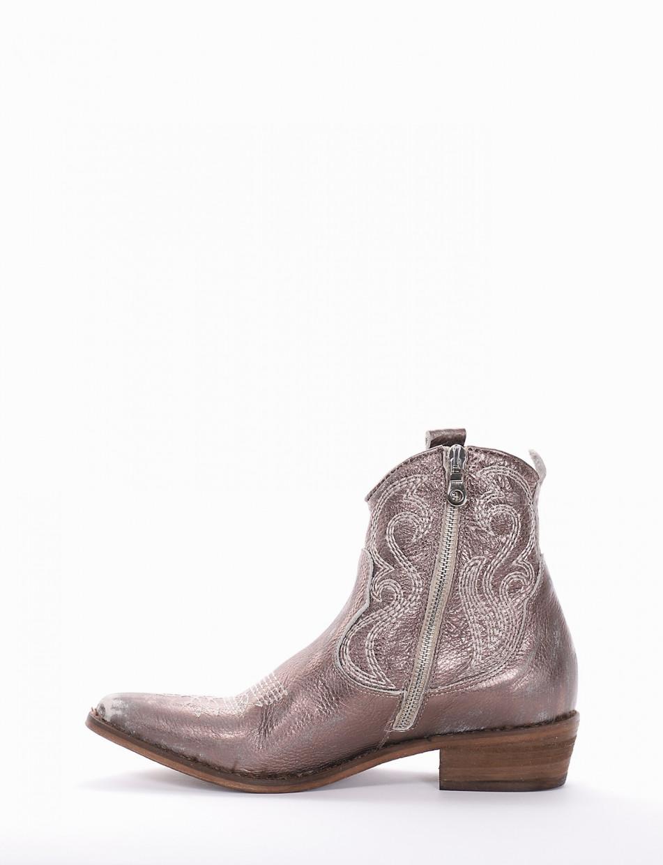Low heel ankle boots heel 3 cm bronze leather