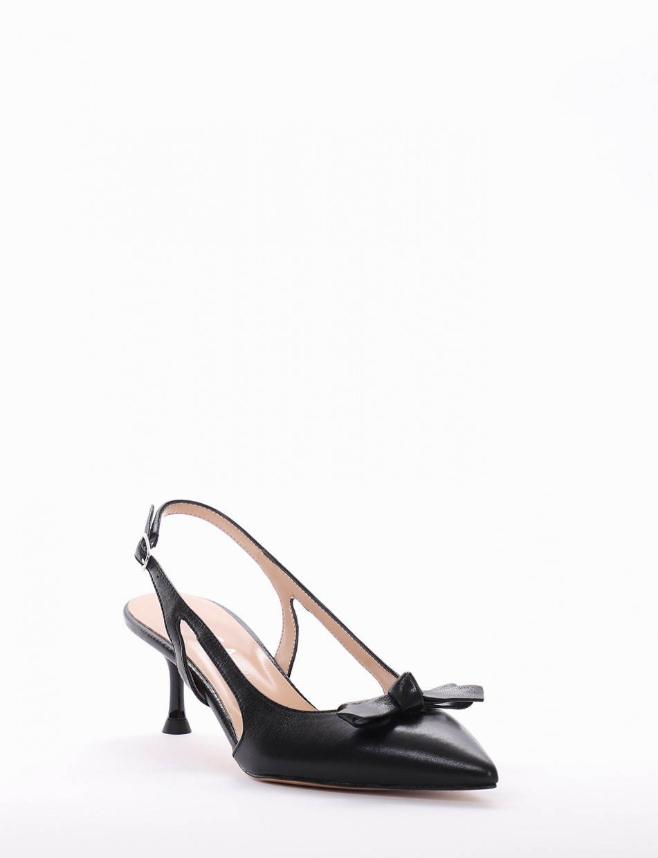 Pumps heel 5cm black leather