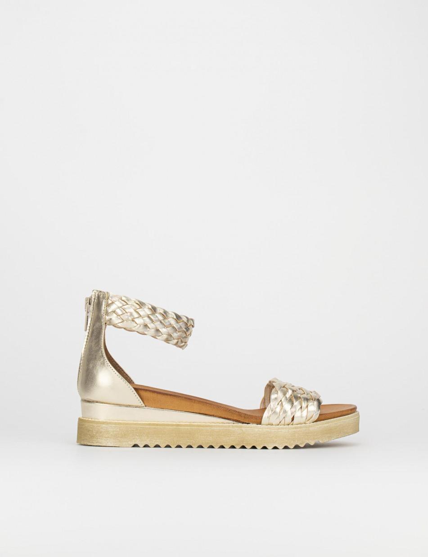 Low heel sandals heel 3 cm gold leather