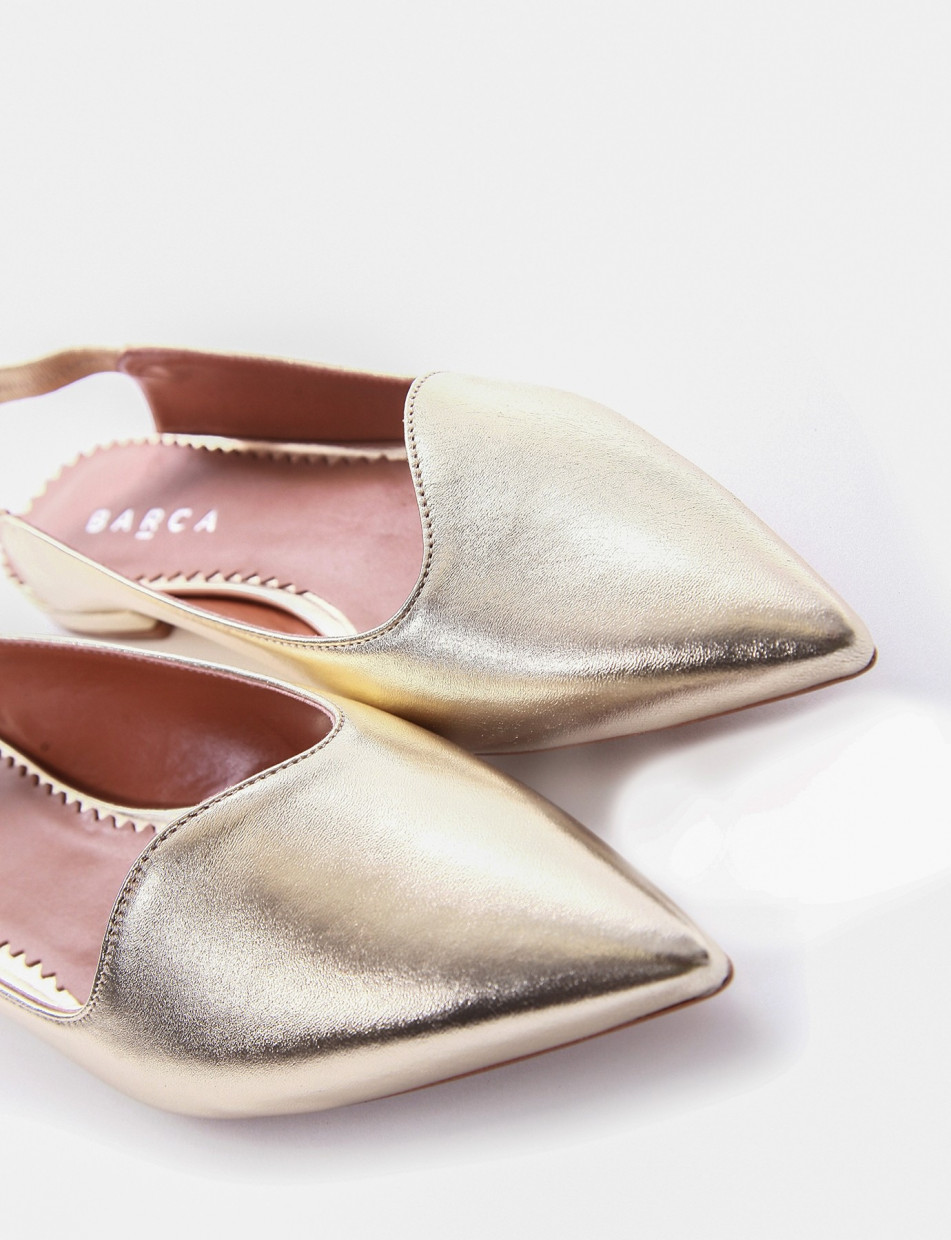 Flat shoes gold leather