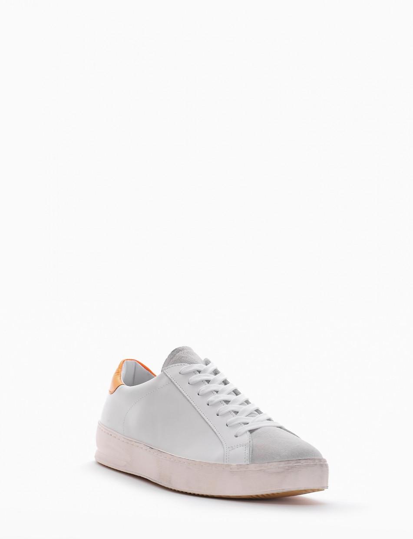 sneakers fondo in gomma e soletto interno in vera pelle