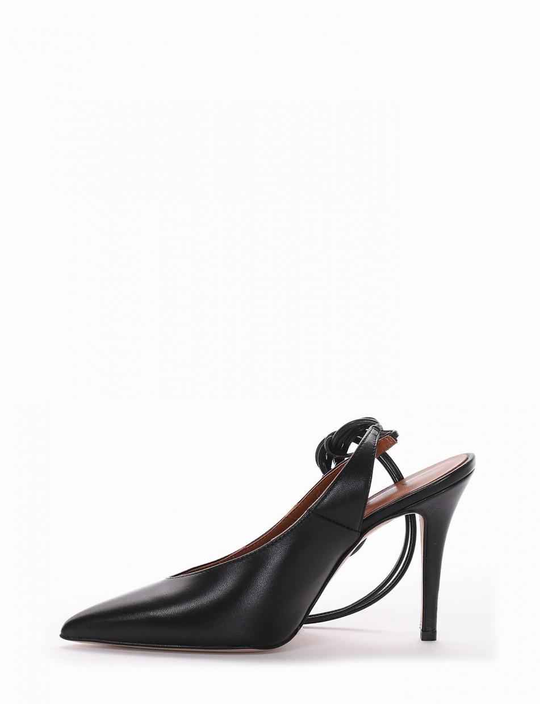 Décolleté black leather