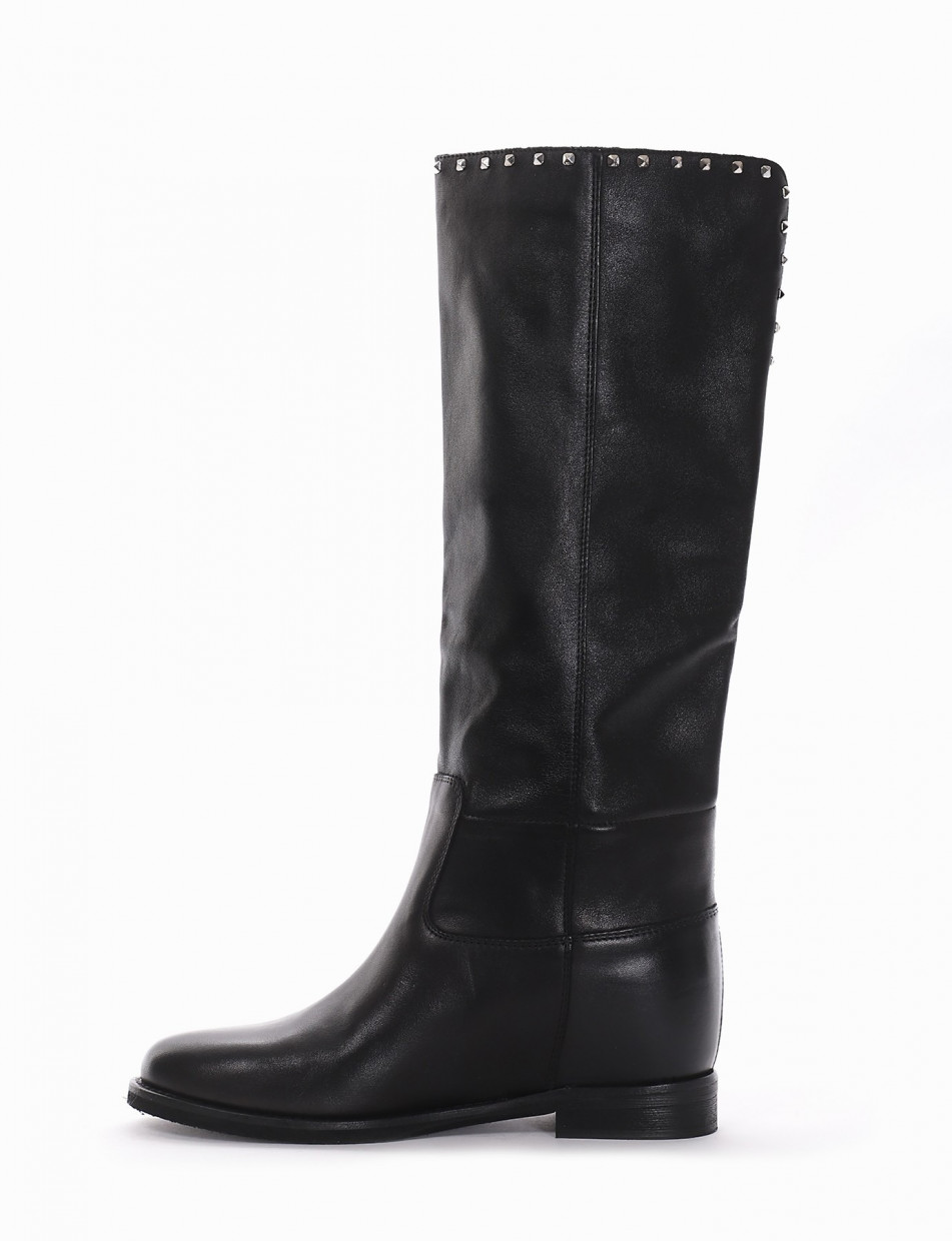 Low heel boots black leather