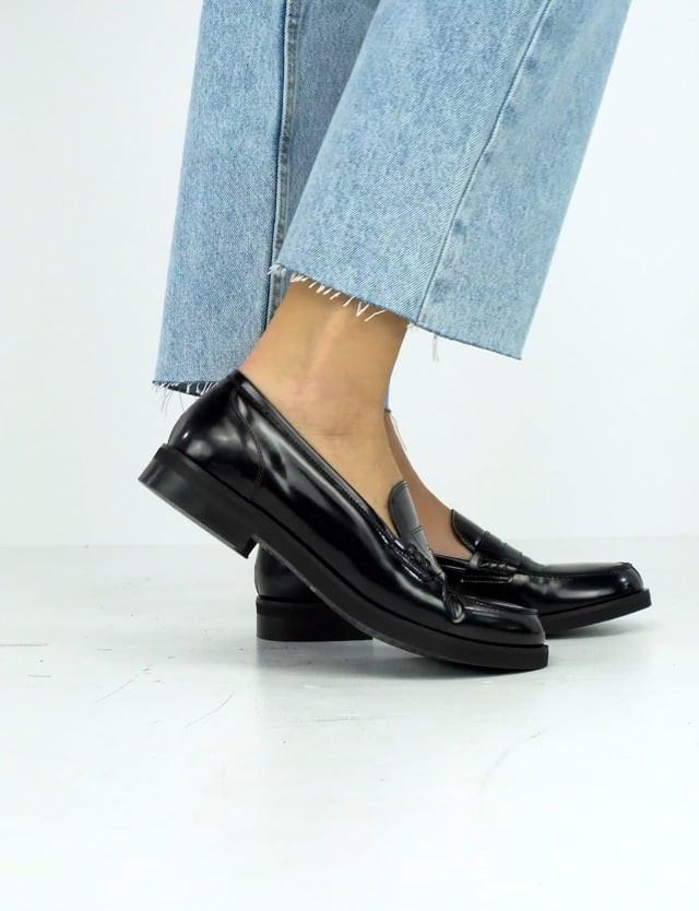 Loafers heel 2cm black leather