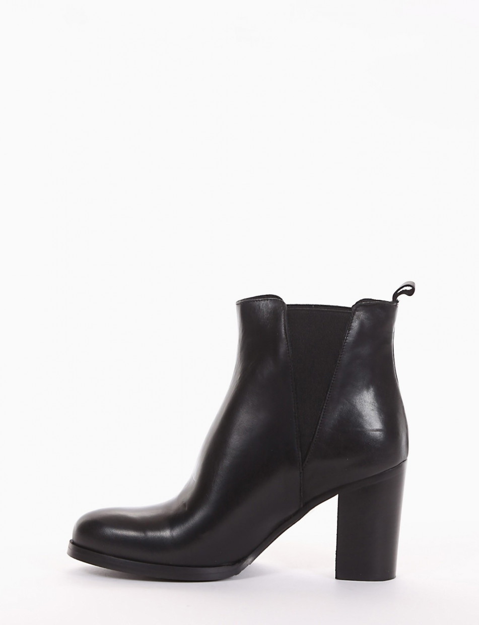 High heel ankle boots heel 8 cm black leather
