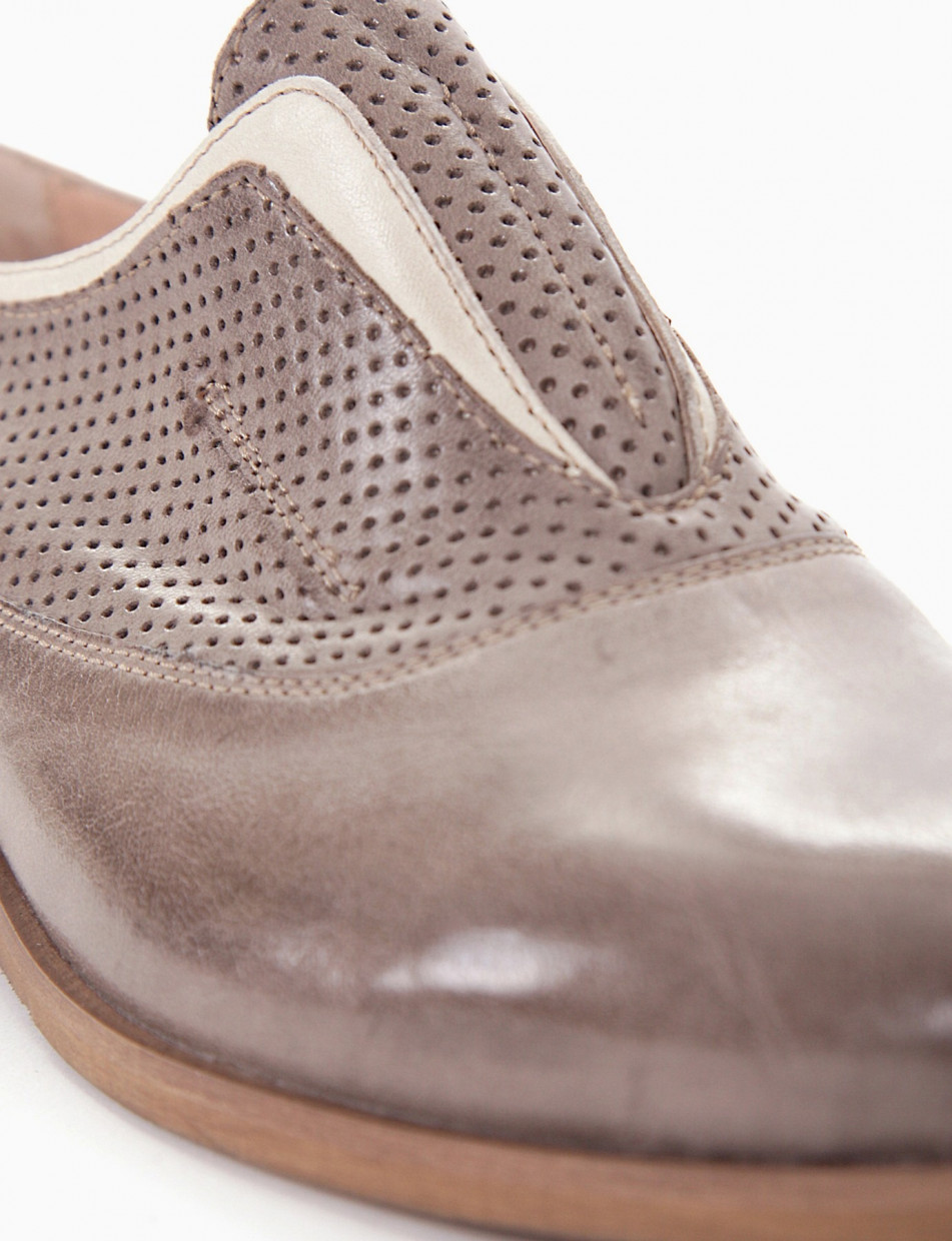 Lace-up shoes grey leather