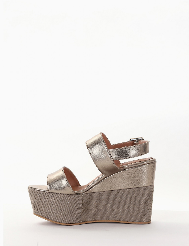 Wedge heels gold laminated