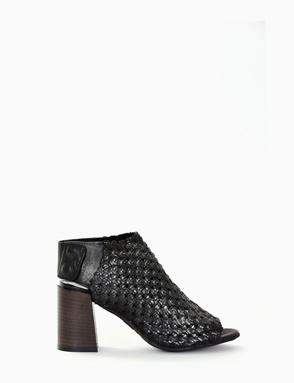 Sandalo spuntato tacco 70 con fondo cuoio e soletto in vera pelle nero