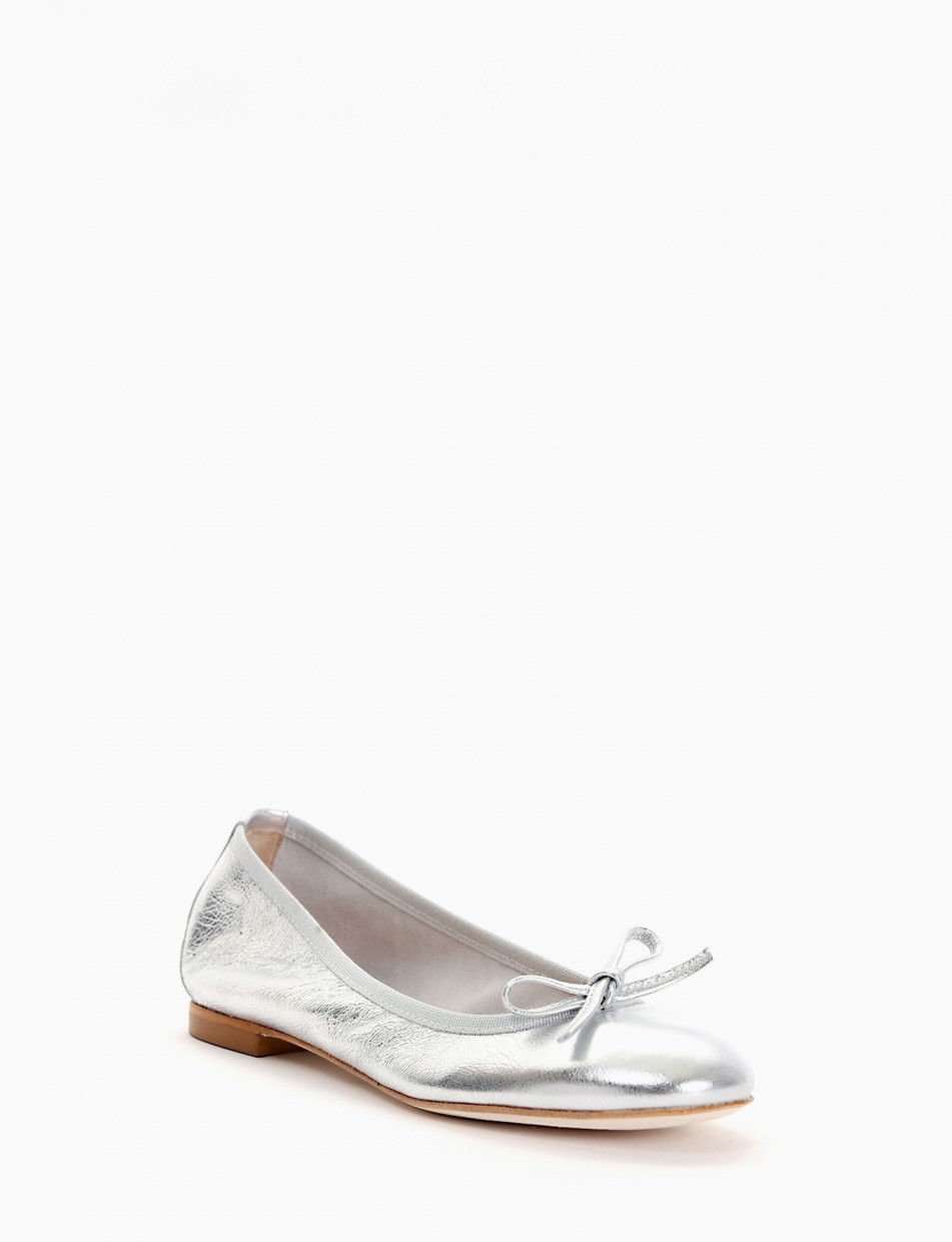 Flat shoes silver laminated
