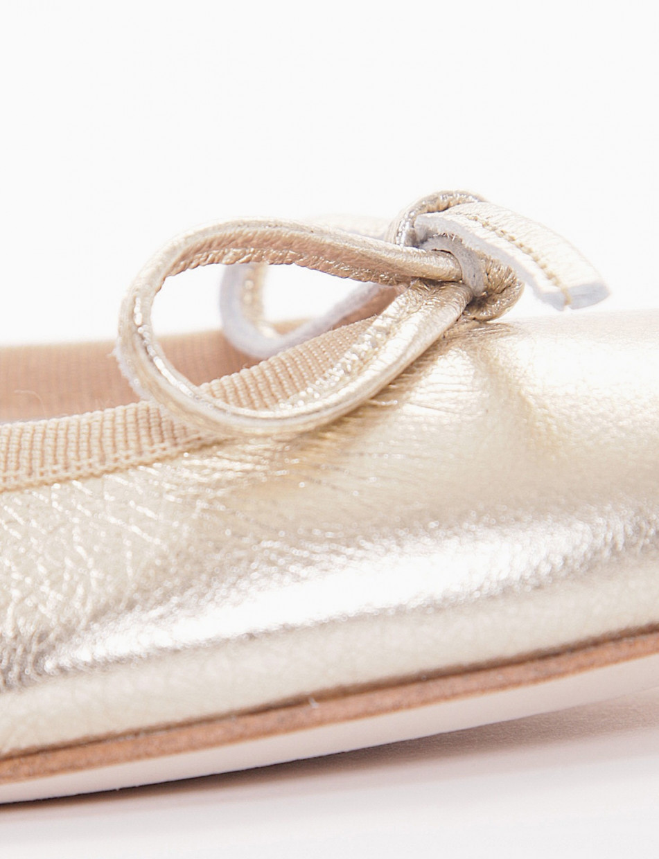 Flat shoes gold laminated