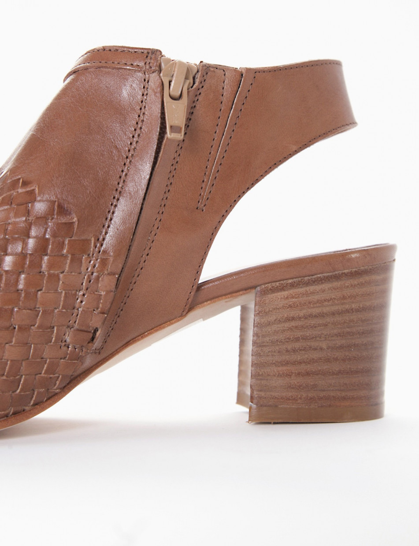 Low heel sandals heel 5 cm leather