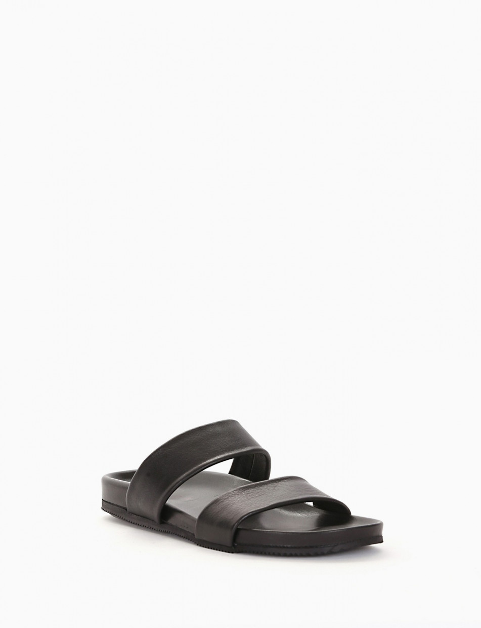 Slippers black leather