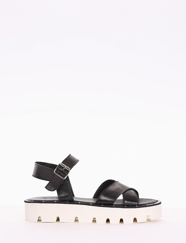 Low heel sandals heel 3cm black leather