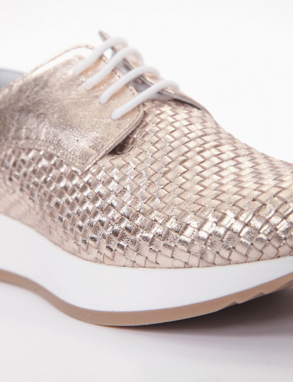 Lace-up shoes gold laminated