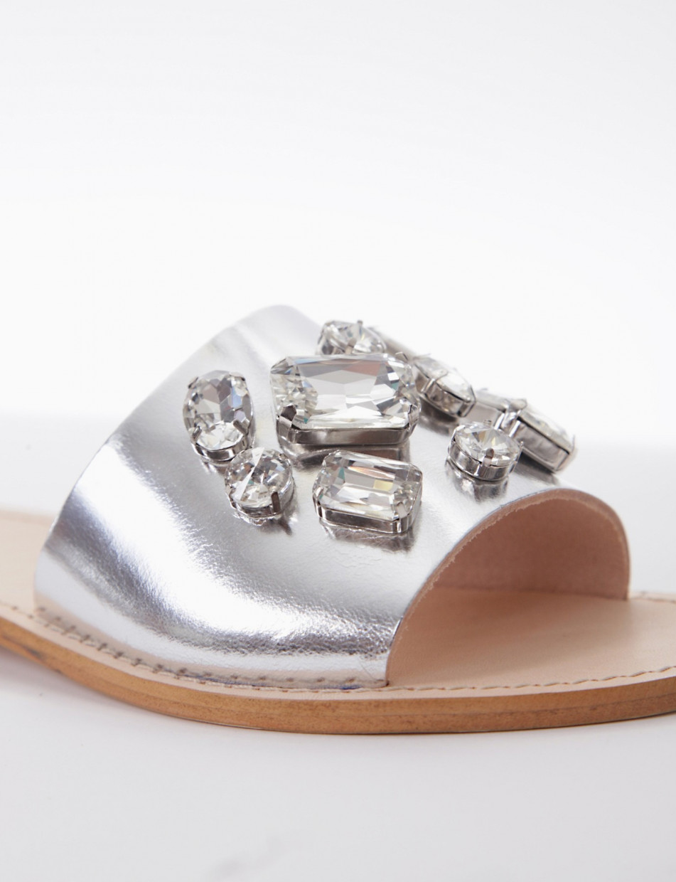 Slippers heel 1 cm silver laminated
