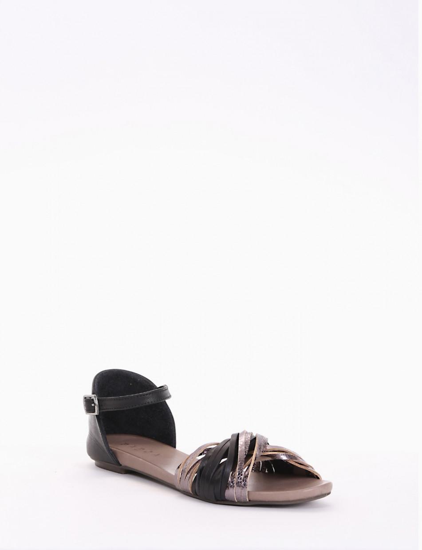 sandalo  fondo in gomma leggera e soletto interno in vera pelle. Tomaia in morbida pelle a fascettine annodate nero