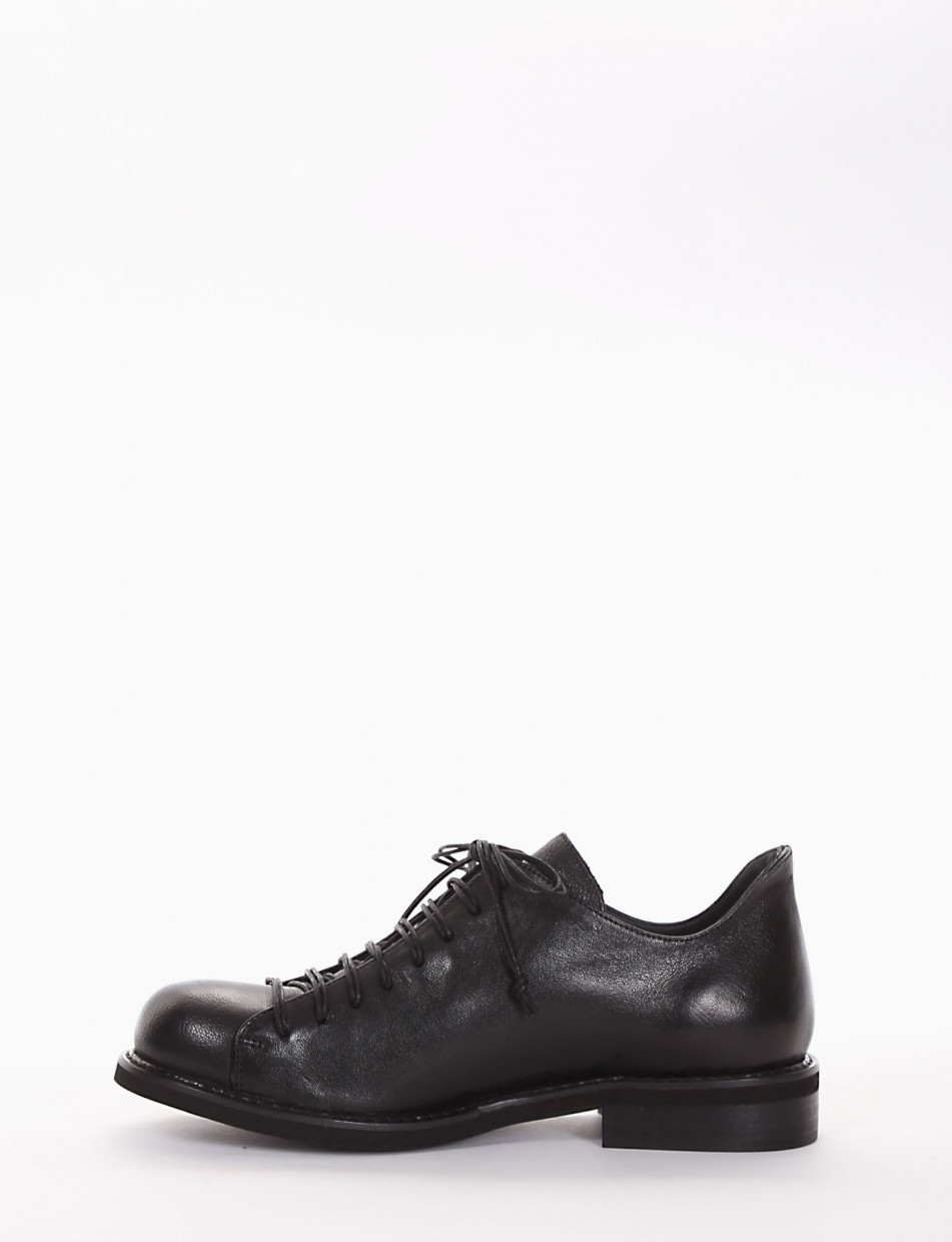 Lace-up shoes heel 2 cm black leather